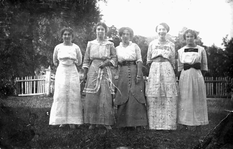 Young Ladies Dressed Up In Hopewell Junction NY, Dutchess County c112